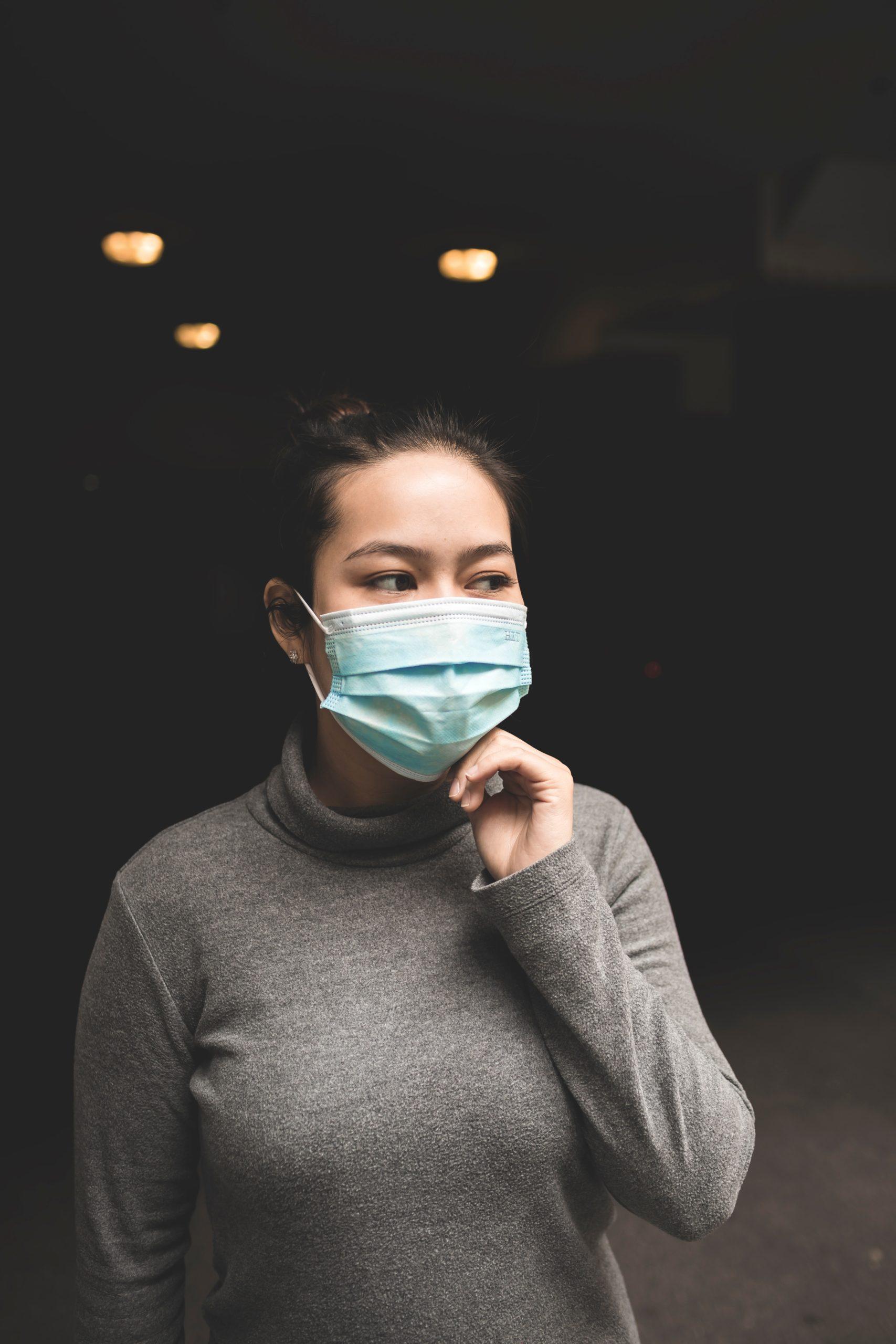 El Zaguán: Un virus lo corona casi todo